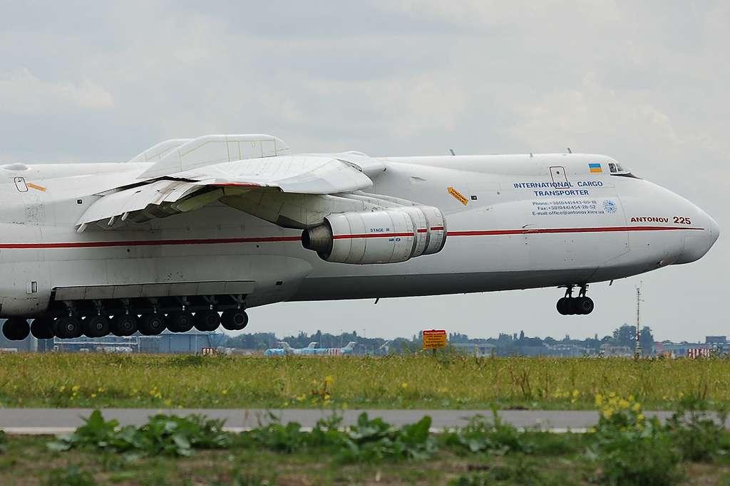 Antonov 225 geland op airport Eindhoven 14-07-2008 ...
